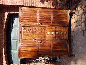 ANTIQUE BALL & CLAW Wardrobe / Linen cupboard R3, 500