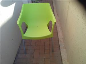 5 x plastic chairs