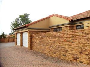 3 Bedroom Townhouse To Let in Cederberg, Equestria