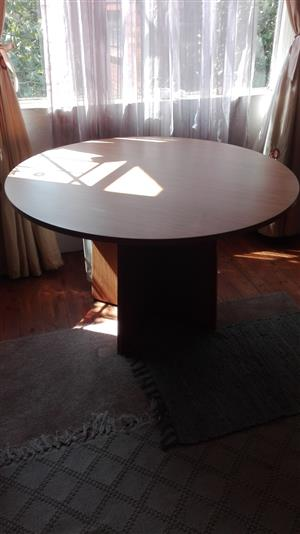 Round table 4 seater