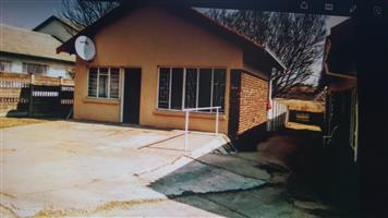 1 Bedroom flat to let in Highveld Park, Witbank . Prepaid Electricity