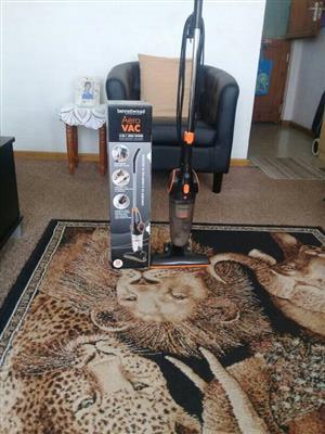 Vacuum cleaner upright light weight