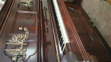 Upright Ronisch Piano
