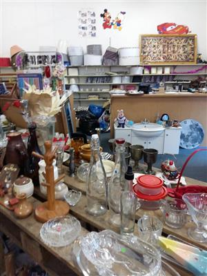 Various kitchenware for sale