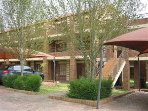 Noordwyk Willowcrest open plan bachelor townhouse to rent for R4000