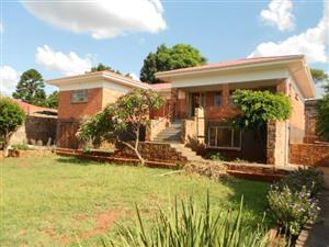 Spacious, secure 3 bedroom house with wooden flooring in Proclamation Hill, Pretoria West.