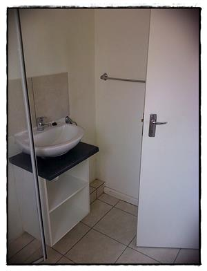 First On Forest, Thornton Comfortable 1bed  Apartment
