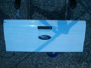 FORD RANGER 12-15 DC WHITE TAILGATE 9238