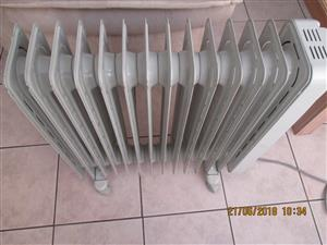 new never used DELONGHI 11 fins oil heater retail price 1850.00 selling for R950.00