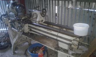 draaibank,milling machine en n steel band saw