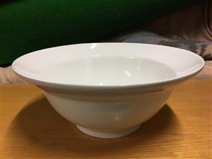 Stunning Eetrite fine porcelain large white serving bowl