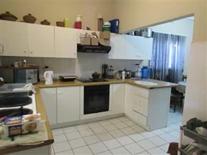 AVONDALE: 4BED HOUSE and FLAT. MASSIVE INDOOR BRAAI ROOM, ENCLOSED PROP,SLIDING GATE/5CAR DRIVEWAY
