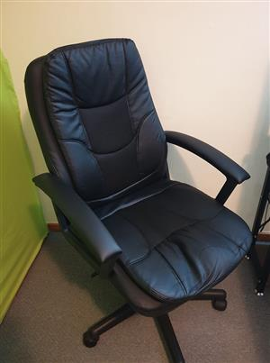 2x office chairs