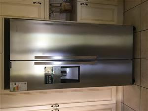 Hisense double door Fridge freezer with icemaker (almost new)