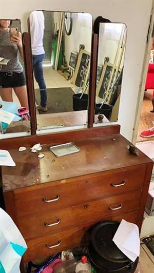 Dresser/chest of drawer