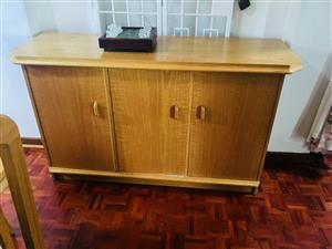 Various good quality household furniture