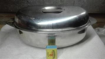 Oval steel meat container with lid