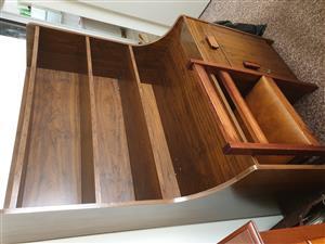 Desk/bookshelf for sale