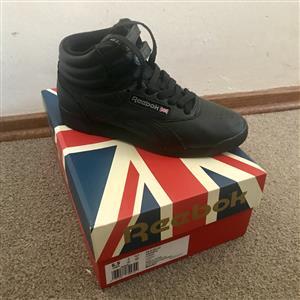 Original Reebok Sneakers (size:4)
