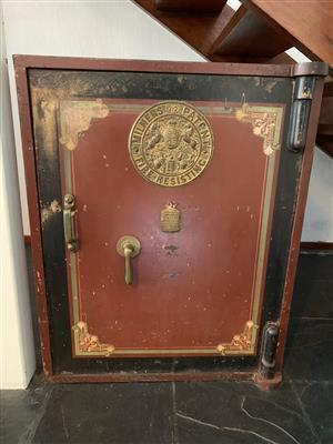 Antique Milners' 212 patent safe.