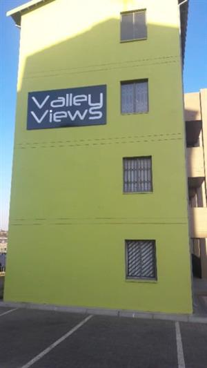 Lovely 2 Bedroom Apartment in Fleurhof, Valley Views to LET 2