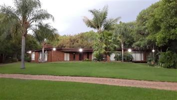 Beautiful Farm House With Pool & Established Garden - To Rent