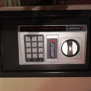 Stramm electronic safe