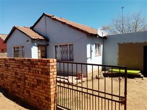 HOUSE FOR SALE DOBSONVILLE EXT 3 SOWETO 630 000.00