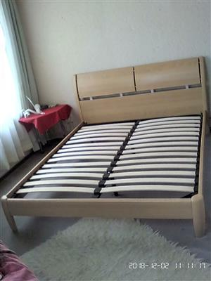 Queen Size bed ./nearly new good condition.