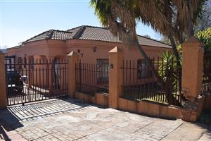 Wespark 4 Bedroom House for sale with a flat