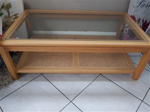 Coffee table rattan with glass top
