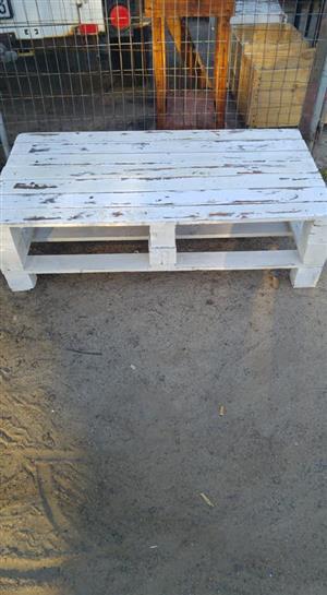 Pine pallet garden table