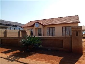 3 BEDROOMS HOUSE FOR SALE THE ORCHARDS EXT 30 R650 000.00 CALL QUINTON @ 0723325794 / 0127000100 FOR MORE INFO