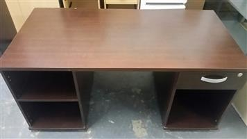 Mahogany finish desk