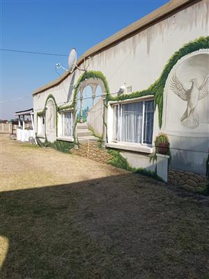 A place to call home and earn a superb income! Small holding in well known Mullerstuine (Vanderbijlpark area, now available for a bargain!