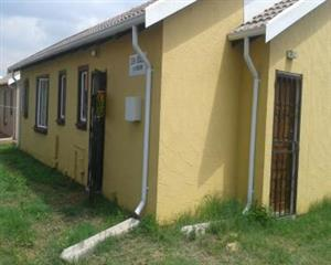 MEADOWLANDS 2bedroomed house to rent with big yard for R3800 1 oitside room