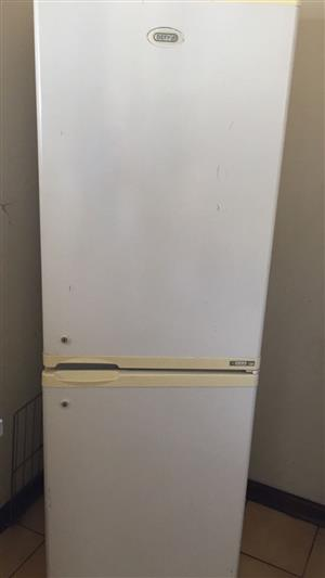 I AM LOOKING FOR A BROKEN OR WORKING FRIDGE URGENT TO BUY FOR CASH