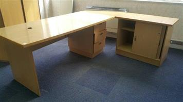 Cluster office desk available