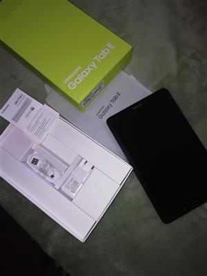 Samsung Tab E sm-t 561 tablet