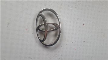Toyota camry boot emblem/badge