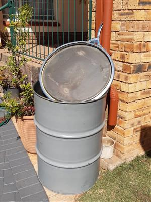 200L Drums with Lid