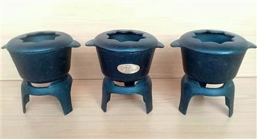 3 Cast iron fondue pots. R1000 negotiable.