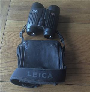 Leica 10x42 binoculars with its case, neck-strap.