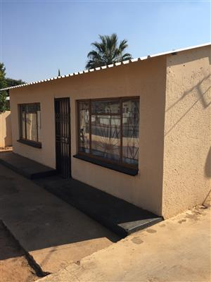Room to let in Mamelodi east di14