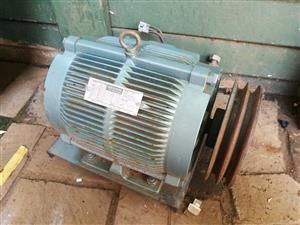 Electric Induction Motor  3.8 Kw. - 1420 rpm. with 180 mm dia. double pulley.