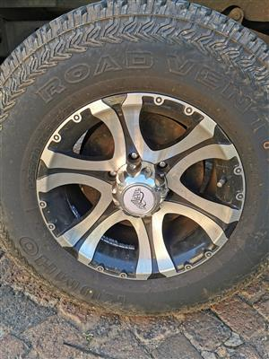 """16"""" 6/139 mags and 255/70R16 continental cross contact tyres"""