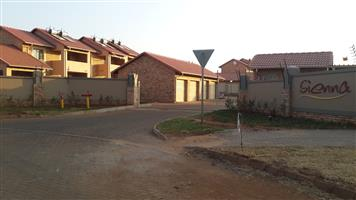 2 Bed, 1 bath + shower, 1 Garage Touwnhose to rent in Monavoni. R6500.00