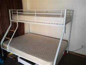 ALMOST BRAND NEW Bunk bed (dubbel and single)
