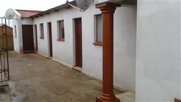 ROOM TO RENT IN THOKOZA/ PHOLA PARK: R1400 p/m