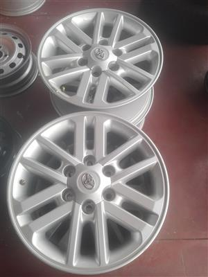 Toyota Hilux and Fortunar original alloy mags size 17 aset,tyres new and used